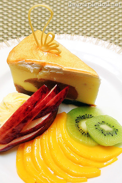 New York Cheesecake with Baked Apple