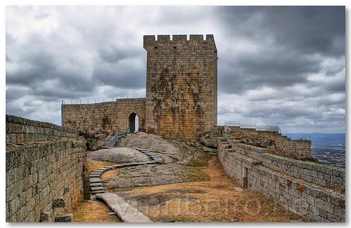 Torre de menagem do Castelo de Linhares da Beira by VRfoto