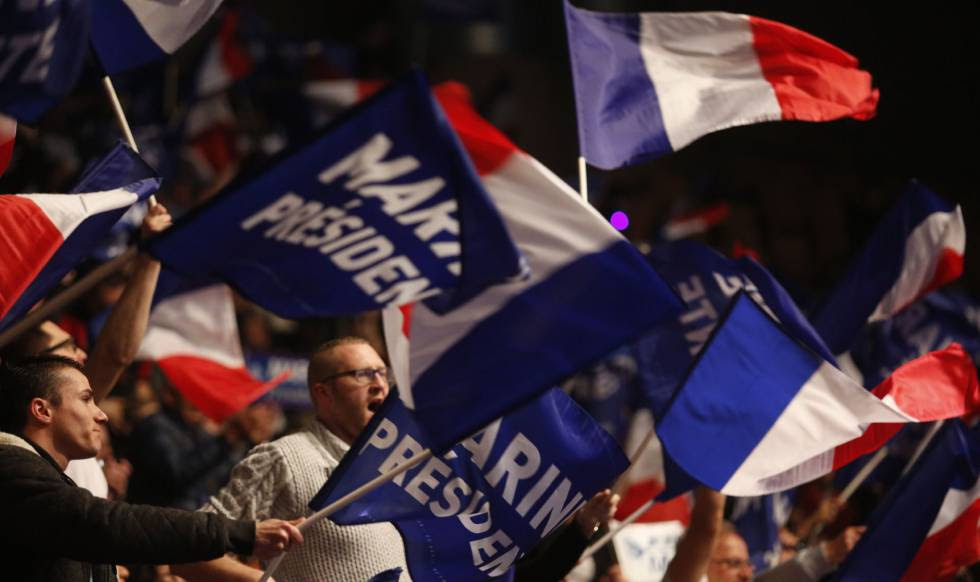 Partidarios de la candidata al Elíseo Marine Le Pen, líder del Frente National (FN), durante un mitín en Lille.