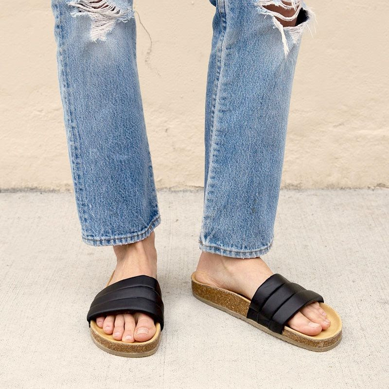 Le Fashion Blog Black Leather Slide Sandal With Cork Sole Beatrice Valenzuela Sandalia Ripped Denim Vintage Levis Jeans Via The General Store
