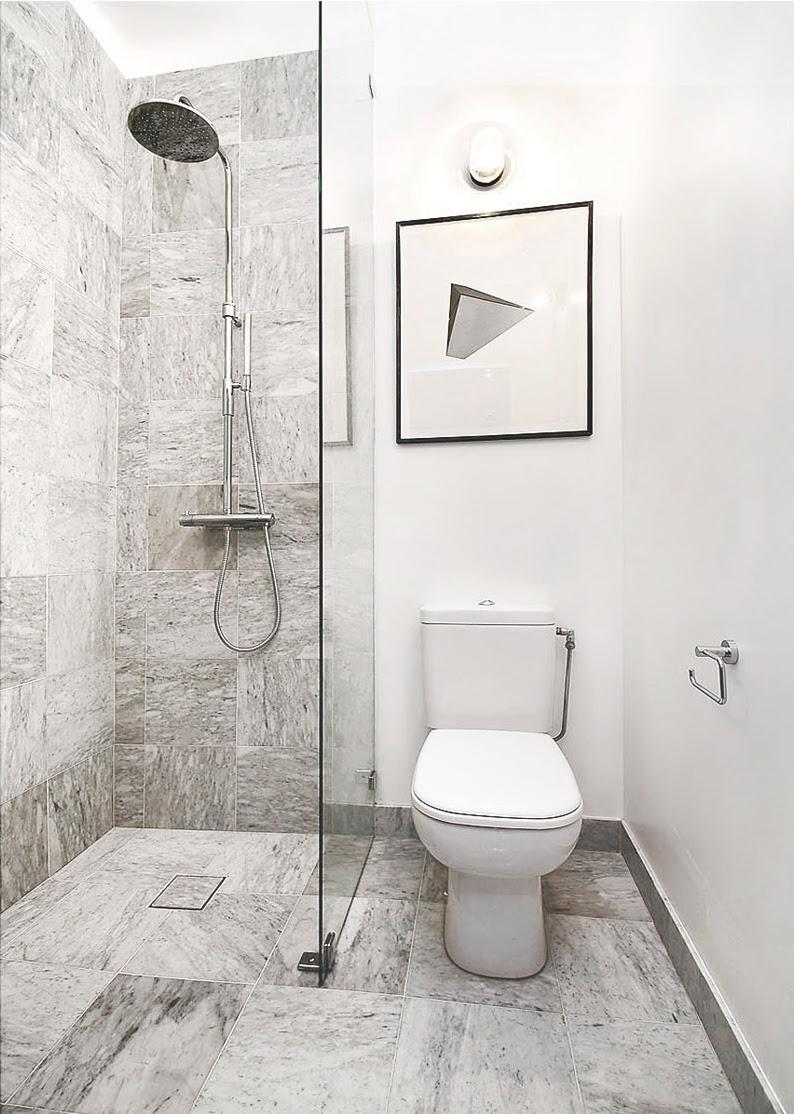 Transporthjul: litet badrumsskåp