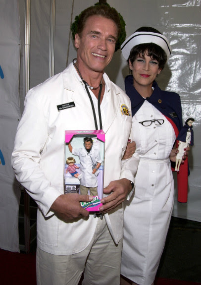 Arnold Schwarzenegger and Jamie Lee Curtis (2001)
