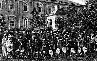 Загрузить увеличенное изображение. 550 x 347 px. Размер файла 73070 b.  The children of the orphanage in pre-revolutionary Diveyevo.