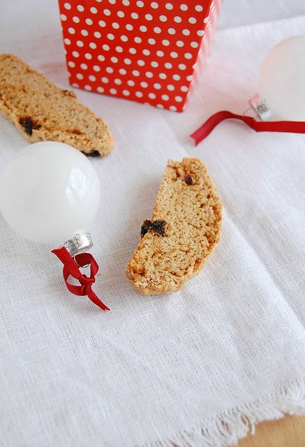 Cinnamon and cherry biscotti / Biscotti de canela e cereja