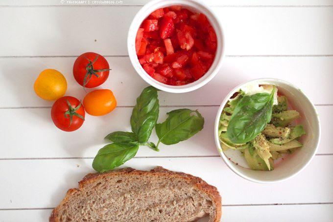 http://i402.photobucket.com/albums/pp103/Sushiina/cityglam/bread.jpg