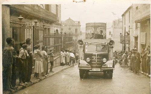 Camió Bedford d'un circ a Sant Feliu de Codines (Vallès Oriental)