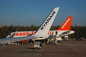 English: A Ryanair aircraft in front of an Eas...