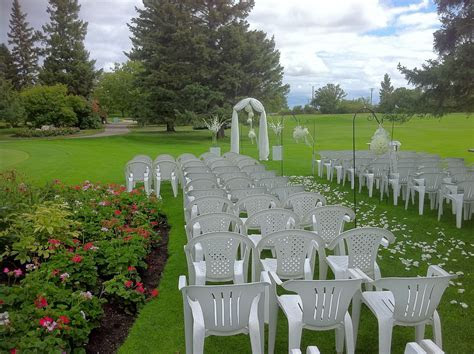 The Floral Fixx: Outdoor wedding ceremony set up