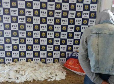 PRF prende mulher com 2,2 mil papelotes de cocaína; droga iria para Monte Santo