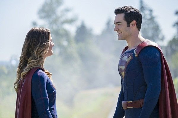 supergirl-season-2-tyler-hoechlin-melissa-benoist-superman