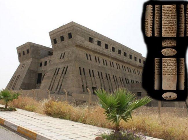 Ασσυρίων βασιλιά Ασσουρμπανιπάλ της Μεγάλης Βιβλιοθήκης με χιλιάδες σφηνοειδή Tablets