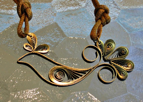 Quilled bird necklace tutorial