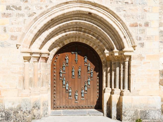 Resultado de imagen de puerta santa  de liebana