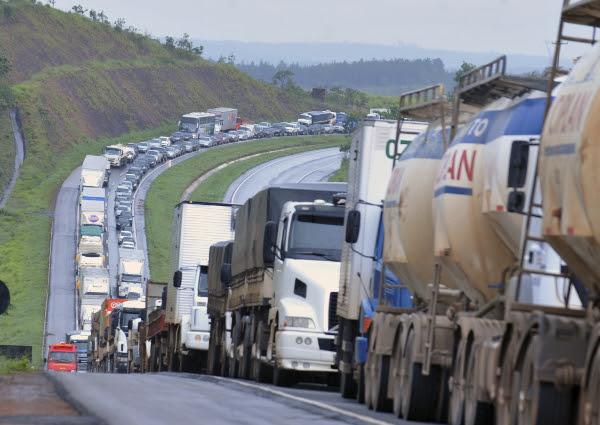 http://cartacampinas.com.br/wordpress/wp-content/uploads/agencia-brasil-greve-dos-caminhoneiros-agbr.jpg