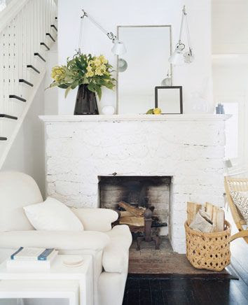 Simple White Fireplace in Living Room | Friday Favorites on www.andersonandgrant.com