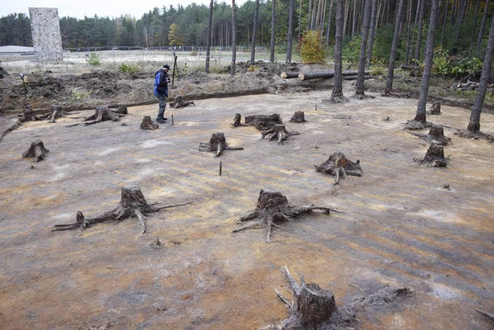 Excavaciones en el terreno donde se hallaba el campo de concentración de Sobibor.