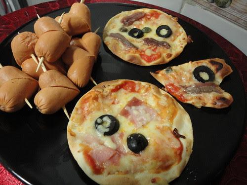 Mini pizzas y salchicorazones