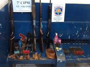 Armas apreendidas em Santa Maria da Boa Vista (Foto: Divulgação / Polícia Militar)