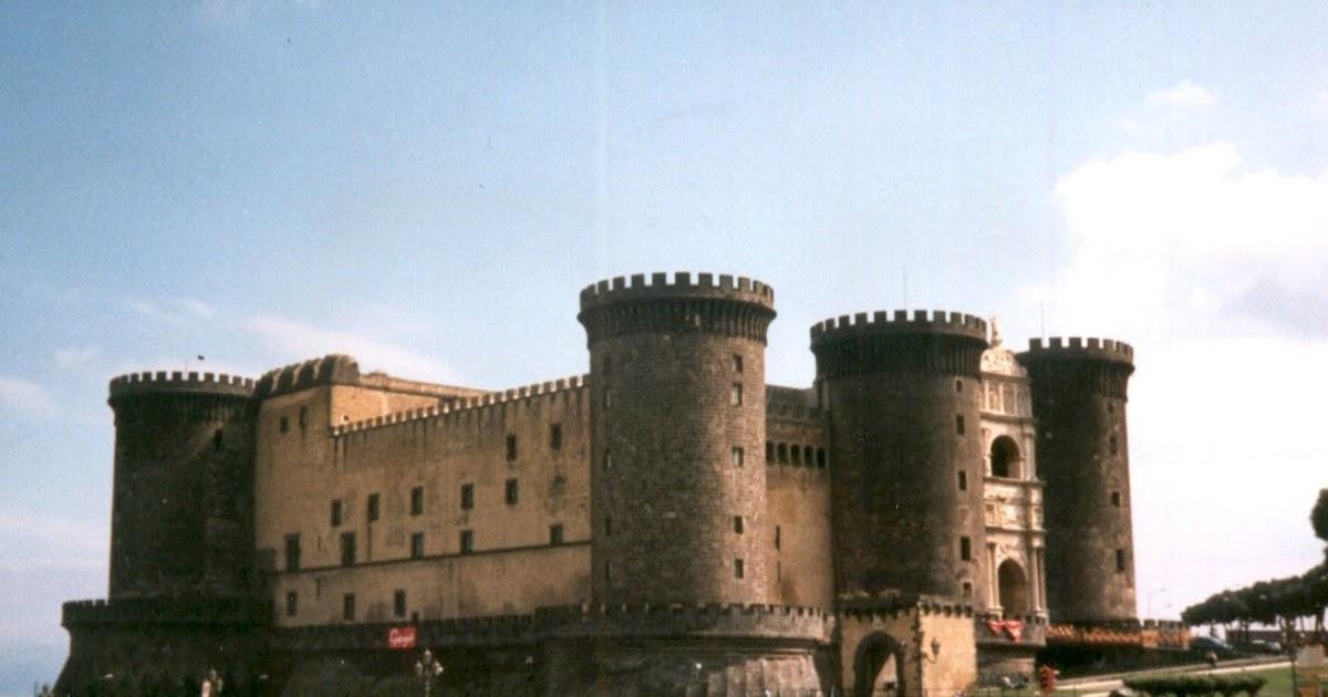 I castelli di napoli la storia dell 39 europa tra questi for 1 1 2 piani di cottage storia