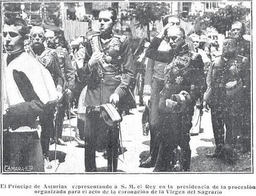 El Príncipe de Asturias Alfonso de Borbón en la Coronación de la Virgen del Sagrario el 30 de mayo de 1926. Revista Mundo Gráfico. Foto Cortés