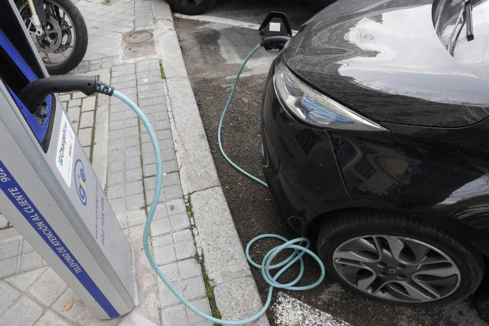 Electric cars still represent a negligible share of the total in Spain.