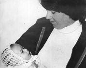La piccola Azaria con la mamma, Lindy
