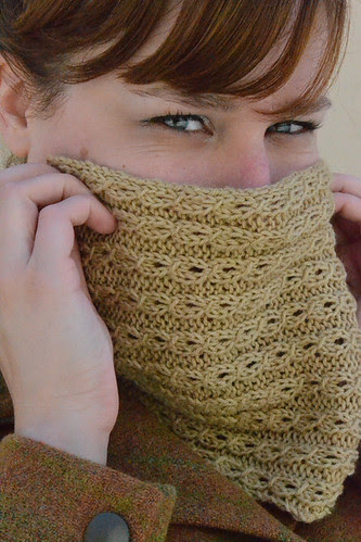 Closeup on Tiny Cables Cowl
