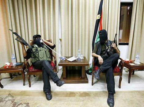 http://ivarfjeld.files.wordpress.com/2010/06/hamas_wideweb__470x3490.jpg