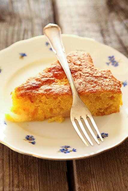 italian pear cake piece