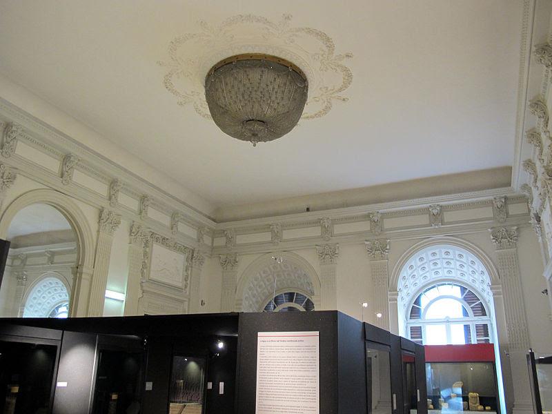Palazzo brancaccio, white room 01.jpg
