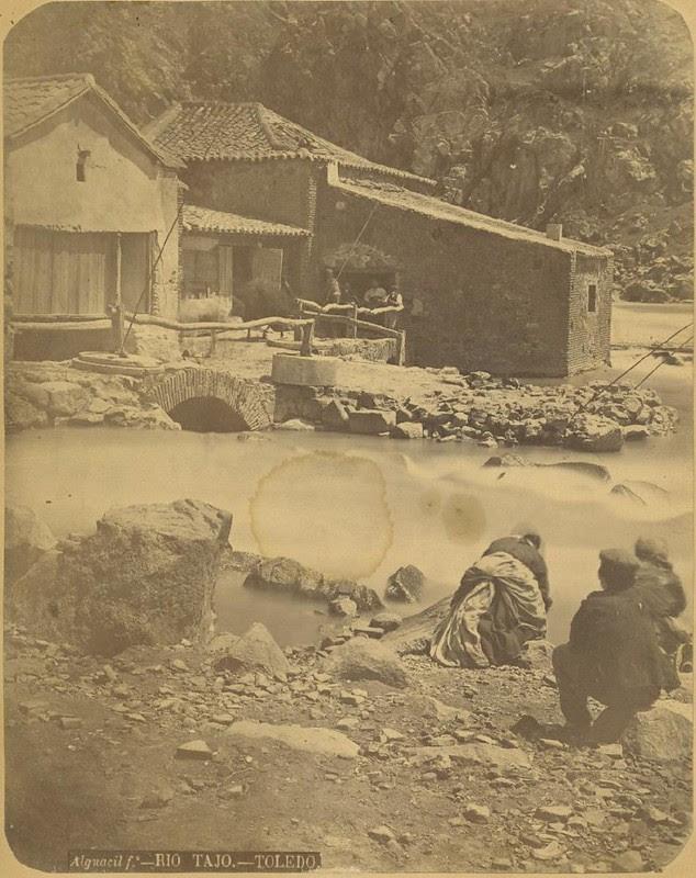Lavanderas en el Tajo hacia 1875. Fotografía de Casiano Alguacil © Museo del Traje. Centro de Investigación del Patrimonio Etnológico. Ministerio de Educación, Cultura y Deporte