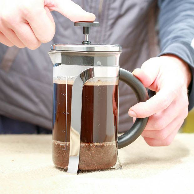 Wie man perfekten Kaffee mit French Press zu Hause ...