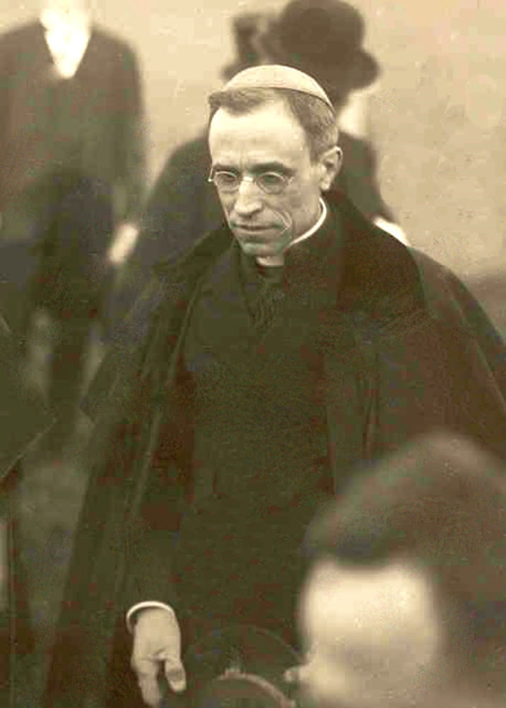 Carl Baer: Peace Eugenio Pacelli, nuncio in Bavaria Pacelli visits a group of bishops