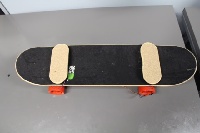 Electric Skateboard with Weight Difference Sensing  Digital Media Center
