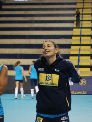 Sheilla no treino da seleção brasileira de vôlei (Foto: Marcos Guerra)