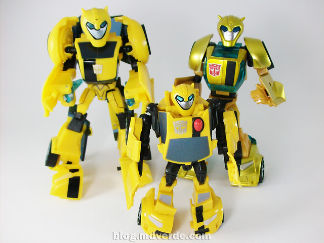 Transformers Jetpack Bumblebee Animated - modo robot vs. Bumblebee Deluxe vs. Bumblebee Activators