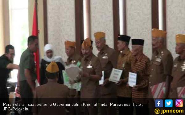 Senangnya, Para Veteran TNI Dapat Kado dari Bu Khofifah - JPNN.COM