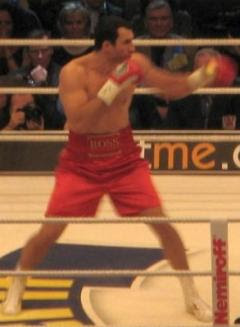 Vladimir Kliciko spulberat de britanicul Joshua. Victorie prin KO