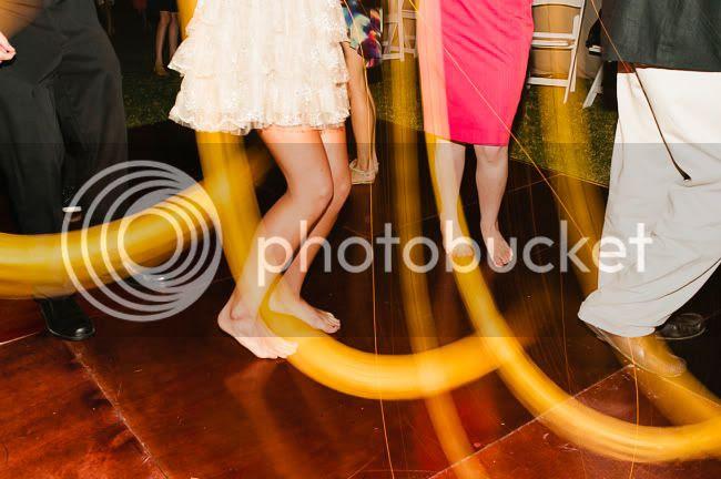 http://i892.photobucket.com/albums/ac125/lovemademedoit/welovepictures/CapeTown_Constantia_Wedding_37.jpg?t=1334051346