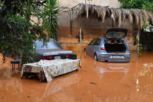 Καλαμάτα: Οργή και απόγνωση μετά τις φονικές πλημμύρες - Νέες αυτοψίες και εικόνες καταστροφής [pics, vids]