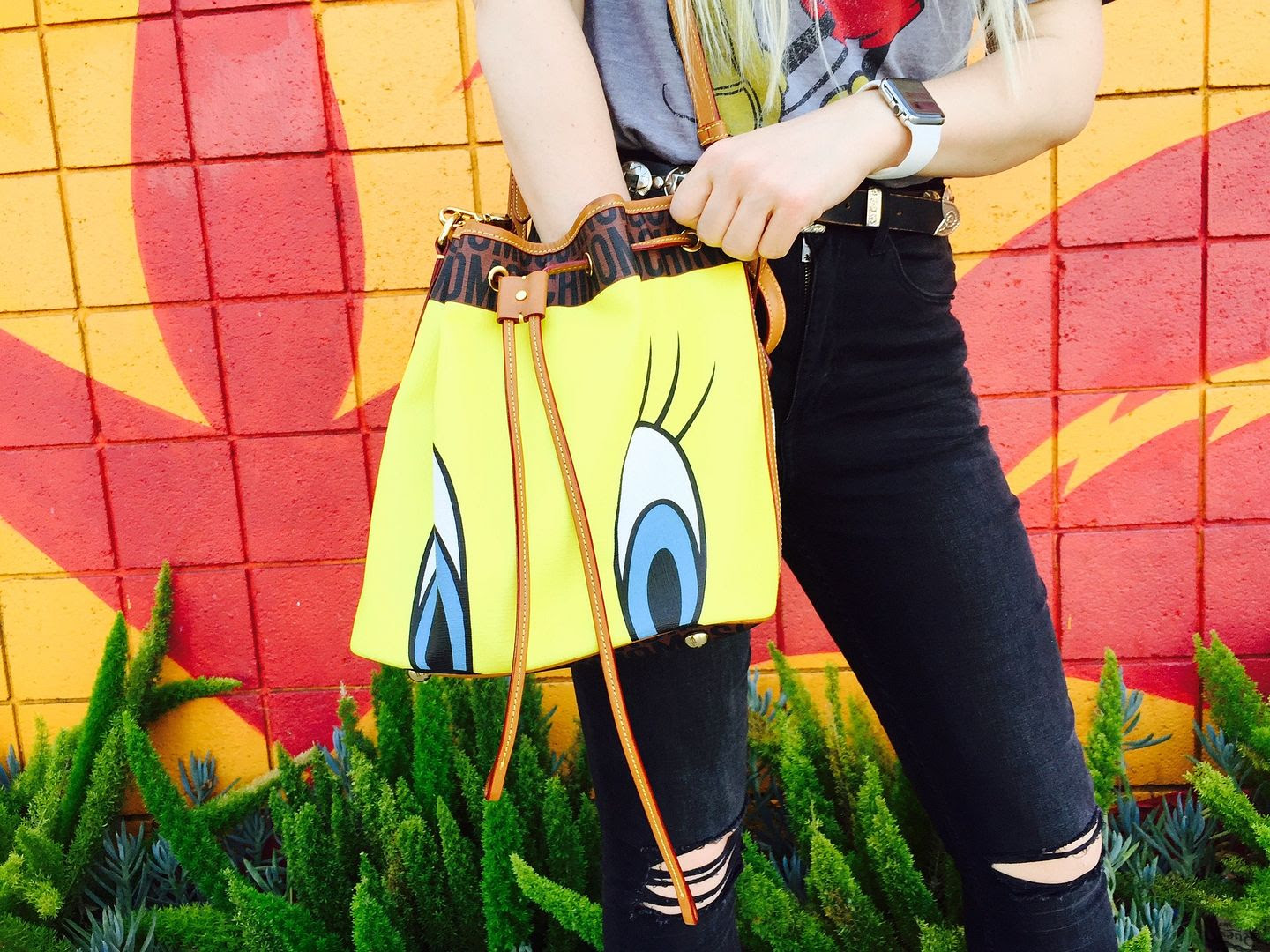 photo moschino-tweetybird-bucketbag-beckermanblog_zpsxbdjll0t.jpg