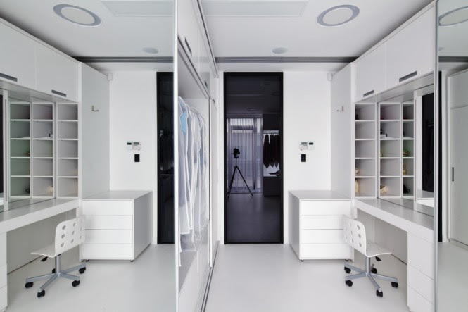A vast walk-in closet is flanked with a dressing area, which frees up the bedroom space to be a simple scheme of relaxation.