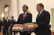 PM Denmark Dapat Kujang,    Jokowi Dapat Album Metallica