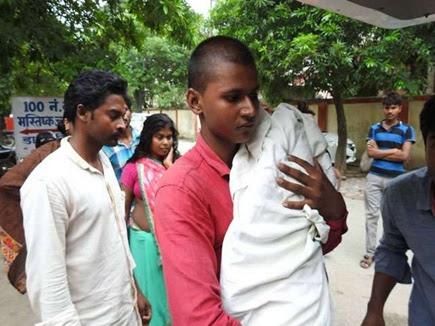 गोरखपुर मेडिकल कॉलेज में सात और बच्चों की मौत, प्रधानाचार्य निलंबित