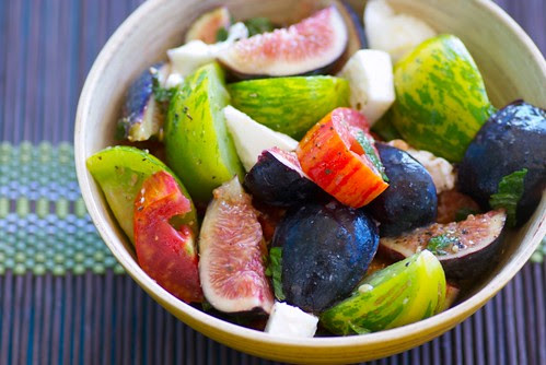 heirloom tomato, fresh fig and burrata salad with mint vinaigrette