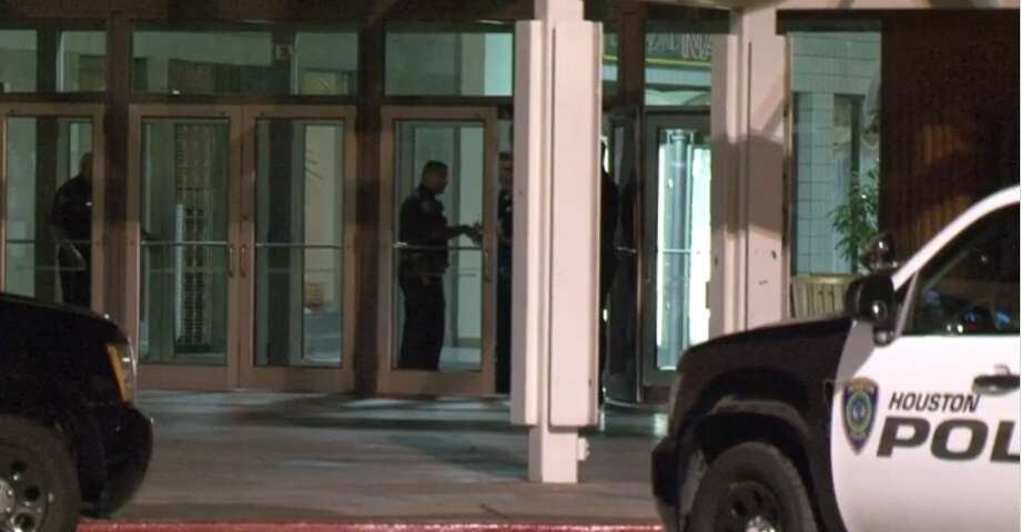 Police investigated Wednesday a break-in at Greenspoint Mall in North Houston. The three suspects are still at large. (Metro Video) Photo: Metro Video