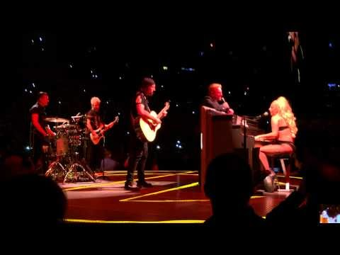 lady gaga canta ordinary love con gli u2 a nyc, il video
