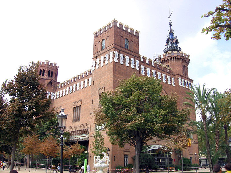 File:Castell Tres Dragons.jpg