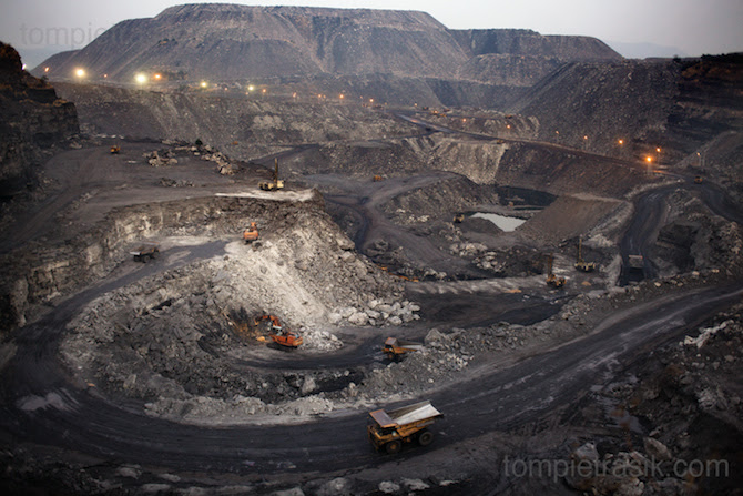http://tompietrasikphotographer.files.wordpress.com/2010/03/pietrasik-coal-mining-00e.jpg