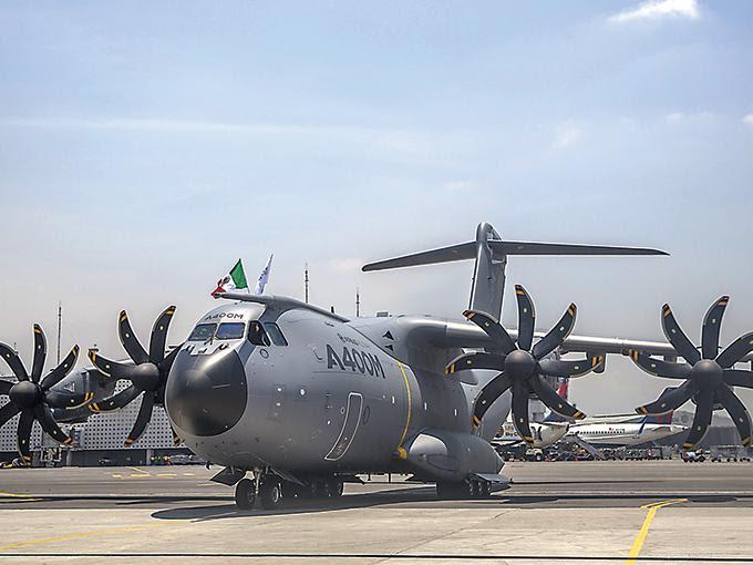 La aeronave llegó ayer al país al hangar de la Marina, ubicado en el Aeropuerto Internacional de la Ciudad de México. Foto: Ana Beatriz Reyes